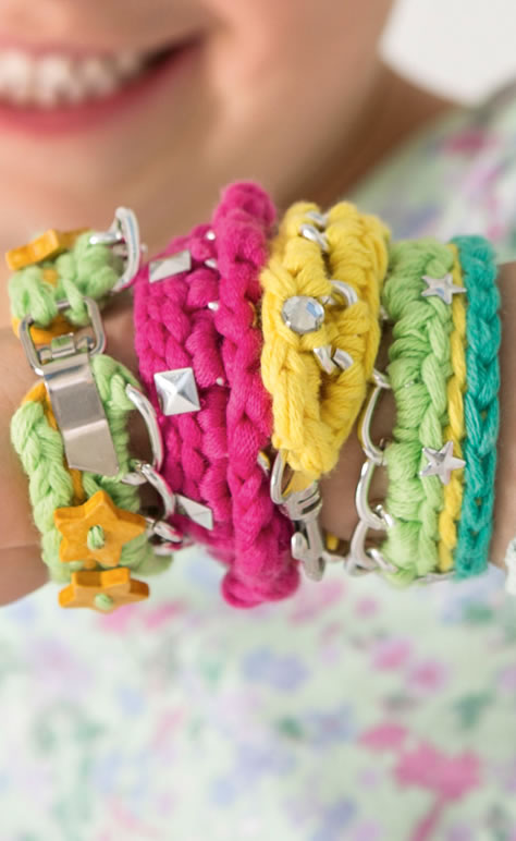 lana grossa pinkfarbenes armband cotofine filati kids no 5 modell 8a filati strickmodelle. Black Bedroom Furniture Sets. Home Design Ideas